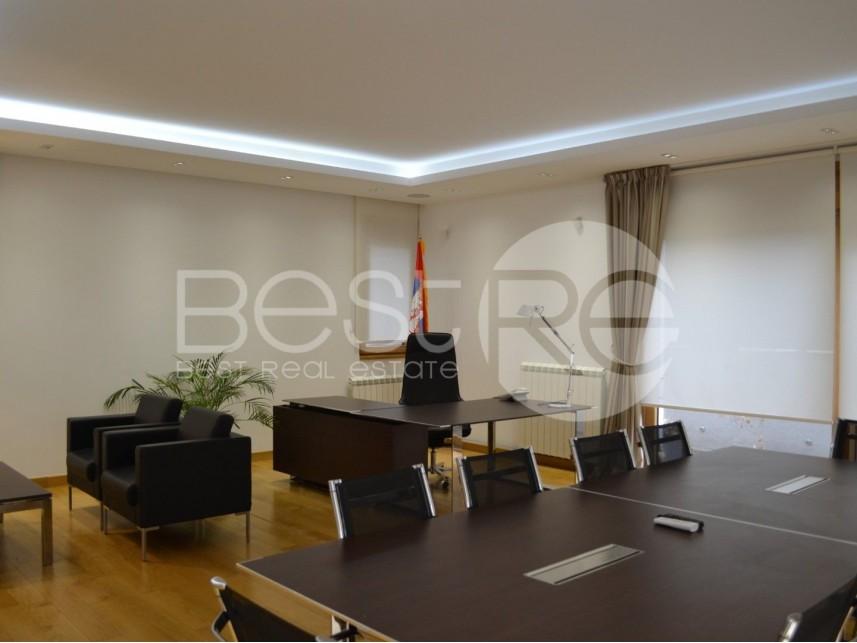Kancelarija, Izdavanje, Vračar (Beograd), Hram Svetog Save