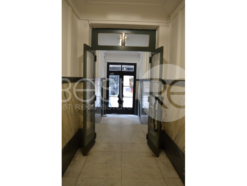 Stan u starijoj zgradi, Prodaja, Stari Grad (Beograd), Politika