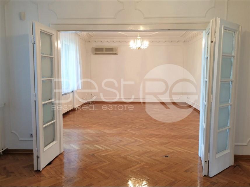 Stan u zgradi, Izdavanje, Savski Venac (Beograd), Senjak