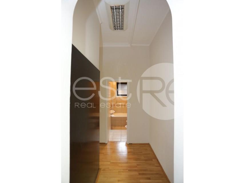 Luksuzna kuća, Izdavanje, Voždovac (Beograd), Autokomanda