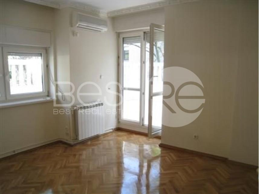 Luksuzna kuća, Izdavanje, Savski Venac (Beograd), Senjak