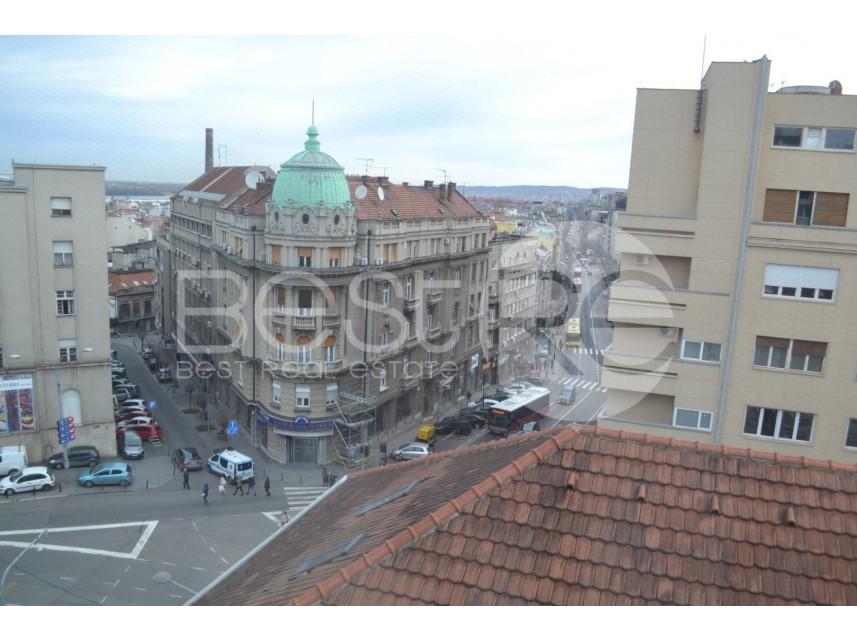 Stan u zgradi, Izdavanje, Stari Grad (Beograd), Trg Republike